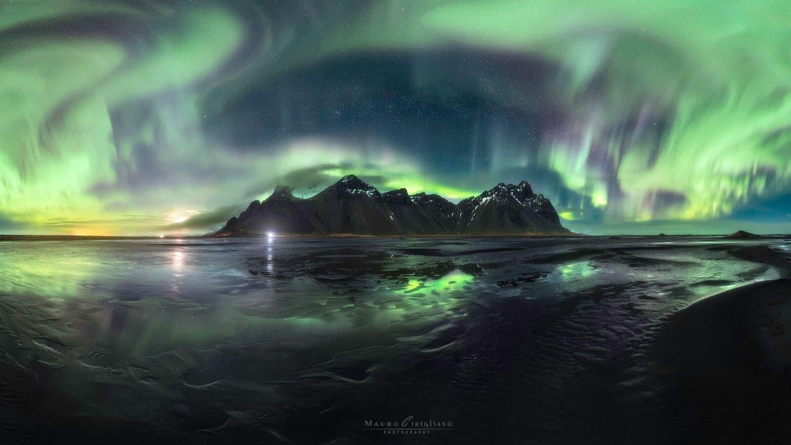 Vestrahorn con aurora boreale e stelle