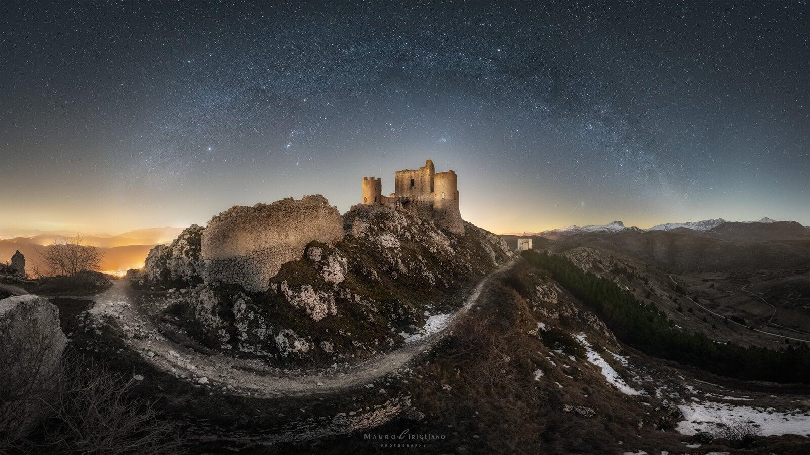 castello di rocca calascio con arco della via lattea